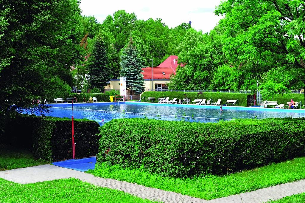 Möbisburg Outdoor Swimming Pool - Indoor and outdoor pools ...